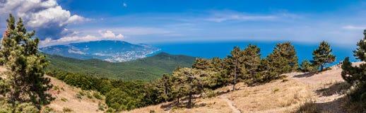 Parte del sur de la península de Crimea, paisaje de Ai-Petri de las montañas. Reino Unido Foto de archivo libre de regalías