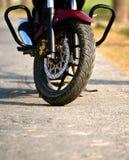 Parte delantera de una fotografía de la acción de la bici del motor Fotos de archivo