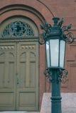 Parte delantera en de la iglesia vieja del ladrillo con la linterna del vintage Fotografía de archivo