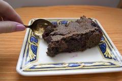 Parte deliciosa de bolo de chocolate caseiro Imagens de Stock Royalty Free