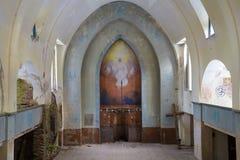 Parte dell'altare di vecchia fine abbandonata della chiesa luterana su Lumivaara, Carelia Immagine Stock