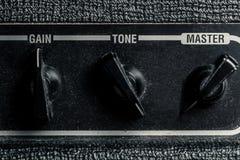 Parte dell'amplificatore combinato con i comandi e gli effetti sani fotografia stock libera da diritti