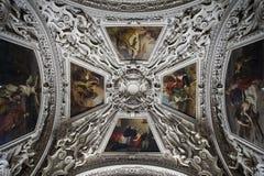 Parte della cupola laterale nella cattedrale di Salisburgo immagine stock