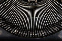 Parte della macchina da scrivere portatile d'annata con le lettere Immagini Stock