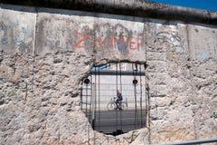 Parte della parete conservata che ha separato verso est da Berlino Ovest Fotografia Stock Libera da Diritti