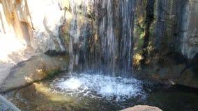 Parte della piscina naturale con acqua blu stock footage