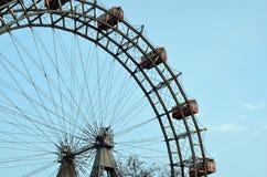 Parte della ruota gigante di Vienna illuminata nel natale di inverno Fotografia Stock