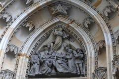 Parte della st Vitus Cathedral del timpano Fotografia Stock