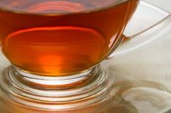 Parte della tazza di tè sul piatto Immagini Stock