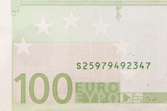 Parte delle cento banconote dell'euro immagine stock libera da diritti