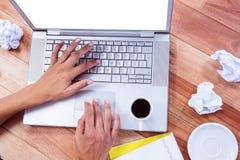 Parte delle mani che scrivono sul computer portatile Immagine Stock Libera da Diritti