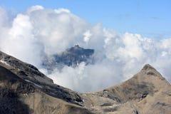 Parte dello Schilthorn e di altre montagne svizzere Immagine Stock