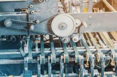 Parte di apparecchiature di stampa, macchina, rulli, guide, scultura del cartone immagine stock libera da diritti