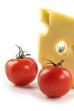 Parte di formaggio e dei pomodori Fotografia Stock Libera da Diritti