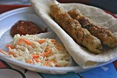 Parte di Lula-kebab sulla pita del grano fotografia stock