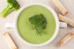 Parte di ristorante crema della minestra dei broccoli verdi Fotografie Stock