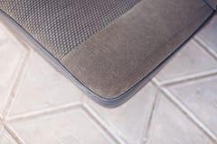 Parte di sinistra dei sedili di grey dell'automobile della parte posteriore di struttura fotografia stock