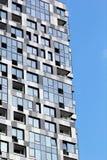 Parte di una costruzione a più piani moderna Architettura alta tecnologia moderna Fotografie Stock