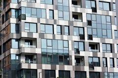 Parte di una costruzione a più piani moderna Architettura alta tecnologia moderna Fotografia Stock