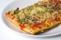 Parte di una fine della pizza in su Immagine Stock