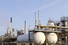 Parte di una raffineria del prodotto chimico e del petrolio Immagini Stock