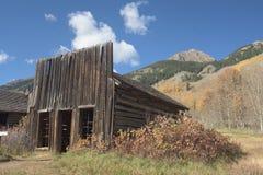 Parte dianteira abandonada velha da loja em Ashcroft, Colorado imagens de stock