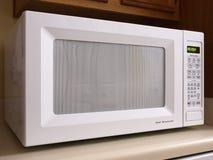 Parte dianteira branca do forno de microonda Foto de Stock