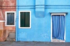 Parte dianteira da casa azul na ilha de Burano Italy, Veneza Fotos de Stock