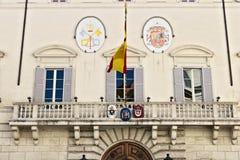 Parte dianteira da construção que abriga a embaixada espanhola imagens de stock