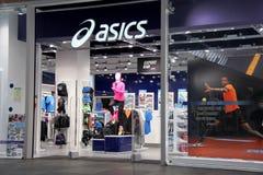 Parte dianteira da loja de Asics Fotografia de Stock Royalty Free