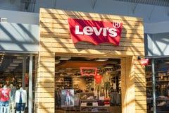Parte dianteira da loja de Levis imagens de stock royalty free