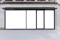 Parte dianteira da loja do boutique da loja com janela grande e lugar para o nome Imagem de Stock
