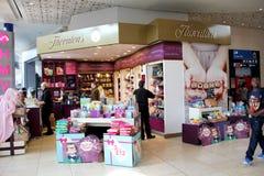 Parte dianteira da loja do chocolate de Thorntons imagem de stock royalty free