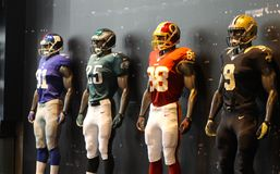 Parte dianteira da loja do manequim do futebol americano do NFL, loja de New York, New York City, América fotos de stock royalty free
