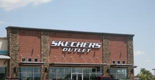 Parte dianteira da loja outlet de Skechers Fotografia de Stock