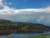 Parte dianteira das nuvens imagem de stock