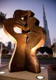 A parte dianteira de Kissin do burg Khalifa imagens de stock