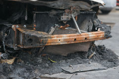Parte dianteira de um carro para fora queimado Imagem de Stock Royalty Free