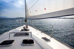 Parte dianteira de um veleiro Imagens de Stock