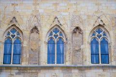 Parte dianteira de uma construção na praça da cidade velha em Praga Foto de Stock