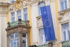 Parte dianteira de uma construção na praça da cidade velha em Praga Fotografia de Stock Royalty Free