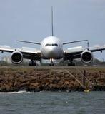 Parte dianteira do jato 200EA de Boeing 777 sobre Fotografia de Stock