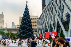 Parte dianteira do mundo central com a decoração do festival e do Natal Foto de Stock