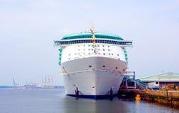 Parte dianteira do navio de cruzeiros imagens de stock royalty free