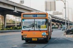 parte dianteira do ônibus 138 em Banguecoque Foto de Stock