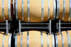 Parte dianteira dos barris de vinho imagens de stock royalty free