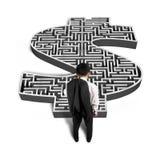 Parte dianteira estando do homem de negócios do labirinto da forma do dinheiro 3d ilustração do vetor