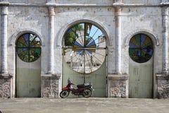 Parte dianteira velha da igreja Imagem de Stock Royalty Free