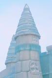 Parte do castelo do conto de fadas do gelo com as torres exteriores Fotos de Stock Royalty Free