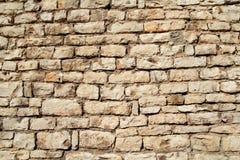 A parte do granito natural da pedra da parede de alvenaria do contraste é um teste padrão da textura, do material e do fundo com  Imagens de Stock